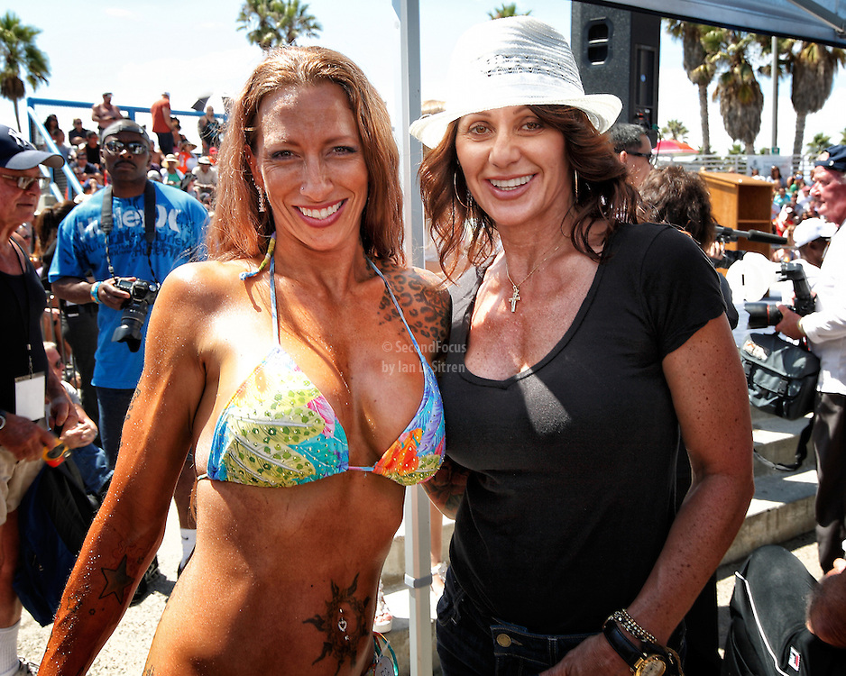 Mindy Lapentina Meets Nadia Comaneci at the Muscle Beach Championships on Labor Day 2012