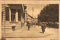 "Zagreb : Zrinjski trg. <br /> <br /> Impresum[Koprivnica] : [Naklada Vinka Vošickog, Knjižara [1922].<br /> Materijalni opis1 razglednica : tisak ; 9 x 14 cm.<br /> NakladnikNakladna knjižara Vinka Vošickog<br /> Vrstavizualna građa • razglednice<br /> ZbirkaZbirka razglednica • Grafička zbirka NSK<br /> ProjektPozdrav iz Zagreba • Pozdrav iz Hrvatske<br /> Formatimage/jpeg<br /> PredmetZagreb –– Trg Nikole Šubića Zrinskog<br /> SignaturaRZG-ZRIN-3<br /> NapomenaRazglednica je putovala 1922. godine. • Razglednica je tiskana u sklopu edicije ""Jugoslavenski krajevi"" koja je izlazila tijekom 1920-ih i 1930-ih godina.<br /> PravaJavno dobro<br /> Identifikatori000953208<br /> NBN.HRNBN: urn:nbn:hr:238:680627 <br /> <br /> Izvor: Digitalne zbirke Nacionalne i sveučilišne knjižnice u Zagrebu"