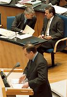 22.04.1999 Deutschland/Bonn:<br /> Volker Rühe, CDU, hinten: Außenminister Joschka Fischer und Bundeskanzler Gerhard Schröder, Beratung über NATO-Gipfel in Washington und Weiterentwicklung des Bündnisses, Bundestag, Bonn.  <br /> IMAGE: 19990422-01/02-09<br /> KEYWORDS: Volker Ruehe, Gerhard Schroeder