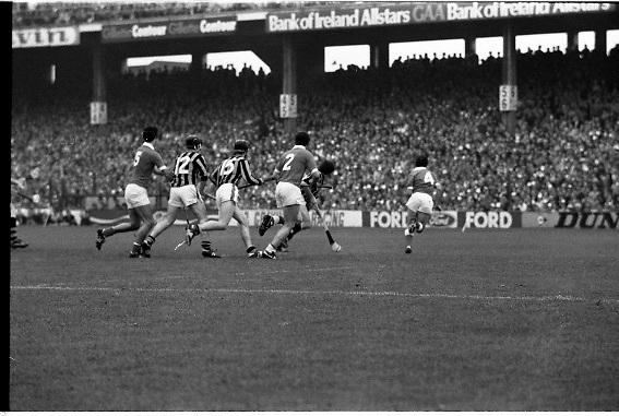 All Ireland Hurling Final - Cork vs Kilkenny.05.09.1982.09.05.1982.5th September 1982.Photographs taken at Croke Park, Dublin..Defenders and attackers alike rush toward the loose ball.