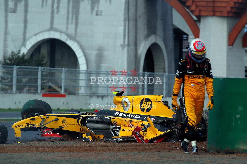 Motorsports / Formula 1: World Championship 2010, GP of Korea, 12 Vitaly Petrov (RUS, Renault F1 Team) after crash