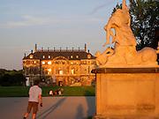 Großer Garten, Palais, Hauptallee, Sonnenuntergang, Statue, Dresden, Sachsen, Deutschland.|.Grosser Garten, Palais, main avenue, sunset, Dresden, Germany