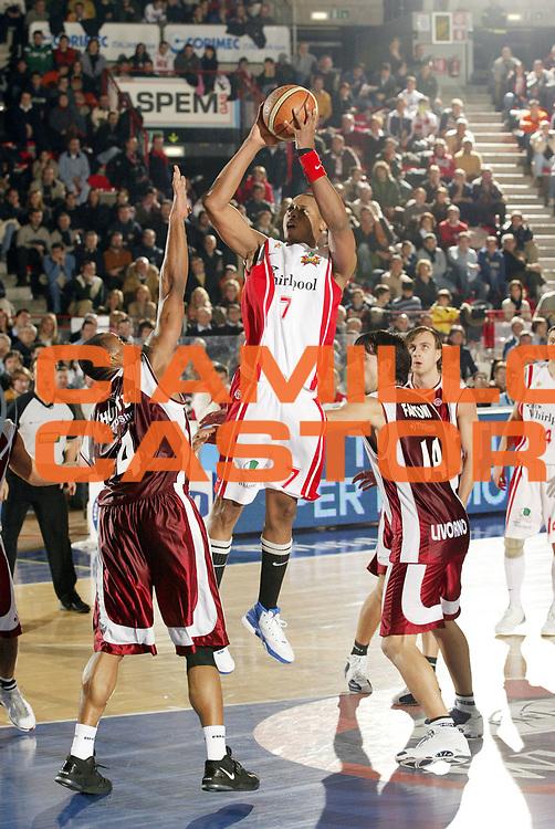 DESCRIZIONE : Varese Lega A1 2006-07 Whirlpool Varese Tdshop.it Livorno<br /> GIOCATORE : Howell<br /> SQUADRA : Whirlpool Varese<br /> EVENTO : Campionato Lega A1 2006-2007 <br /> GARA : Whirlpool Varese Tdshop.it Livorno<br /> DATA : 17/12/2006 <br /> CATEGORIA : Tiro<br /> SPORT : Pallacanestro <br /> AUTORE : Agenzia Ciamillo-Castoria/G.Cottini