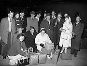 21/04/1960<br /> 04/21/1960<br /> 21 April 1960<br /> Cork - Dublin bomb scare train arrives. Passangers stranded at Kingsbridge Station (Heuston Station), Dublin, owing to the bomb scare delay at Kilmallock.