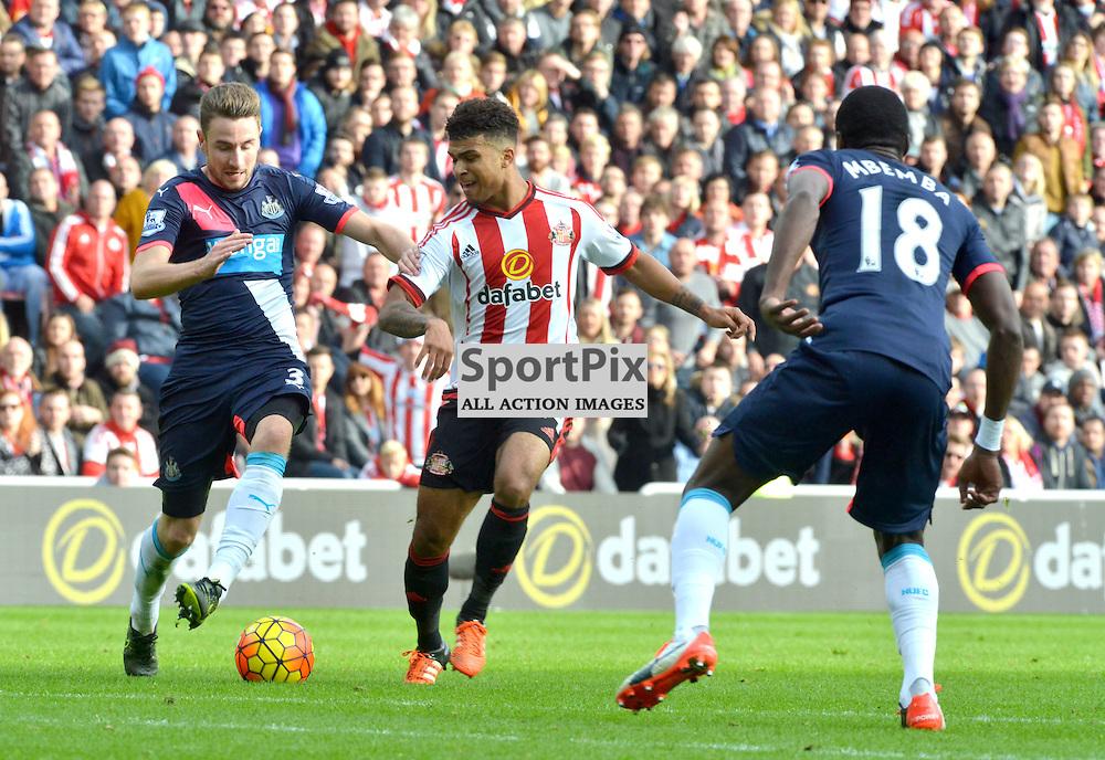 Paul Dummett of United holds off Sunderland's Yann M'Villa......(c) BILLY WHITE | SportPix.org.uk
