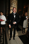 Giles Deacon, The British Fashion Awards  2006 sponsored by Swarovski . Victoria and Albert Museum. 2 November 2006. ONE TIME USE ONLY - DO NOT ARCHIVE  © Copyright Photograph by Dafydd Jones 66 Stockwell Park Rd. London SW9 0DA Tel 020 7733 0108 www.dafjones.com