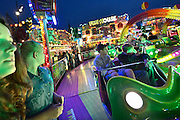 Nederland, Wijchen, 20-9-2014De jaarlijke kermis wordt altijd druk bezocht. Er zijn veel attracties. Van kleine zoals de schiettent tot grote zoals een groot zwaaiende arm met 10mensen er in.FOTO: FLIP FRANSSEN/ HOLLANDSE HOOGTE