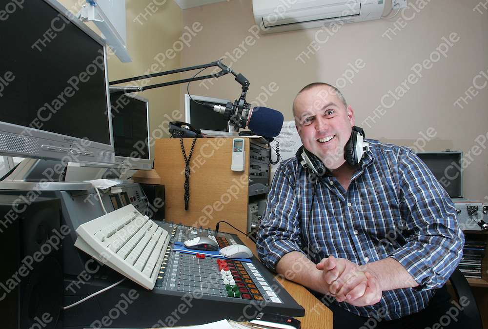 Clare FM DJ Ger Sweeney on air at their studios in the Skycourt Shannon Co Clare.Pic Arthur Ellis/Press 22.