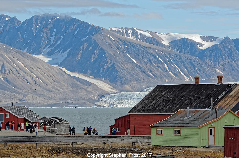 A view of the research station of Ny-&Aring;lesund, on Svalbard.<br />