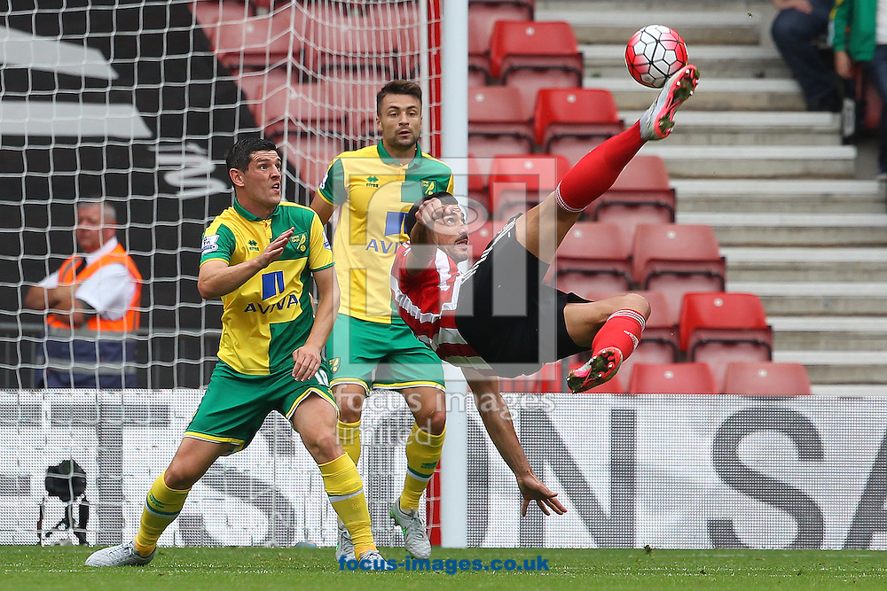 Graziano Pelle of Southampton tries an overhead kick during the Barclays Premier League match at the St Mary's Stadium, Southampton<br /> Picture by Paul Chesterton/Focus Images Ltd +44 7904 640267<br /> 30/08/2015