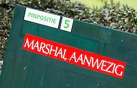 LOCHEM -   Marshal aanwezig. Penpositie, Lochemse Golf Club De Graafschap. COPYRIGHT KOEN SUYK