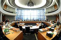 14 NOV 2007, BERLIN/GERMANY:<br /> Übersicht Sitzungssaal 2.400 vor Beginn einer Sitzung des Haushaltsausschusses des Deutschen Bundestages, Paul-Loebe-Haus, Deutscher Bundestag<br /> IMAGE: 20071114-01-008<br /> KEYWORDS: Haushaltsausschuss, Paul-Löbe-Haus