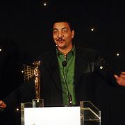 NLD/Bussum/20051212 - Uitreiking Gouden Beelden 2005, Willem van Beusekom reikt prijs uit aan TV persoonlijkheid aan Jörgen Raymann