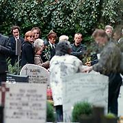 Begrafenis oma Leontine Ruiters, Laura, Marco Borsato, moeder en broer Kees Ruiters vlnr