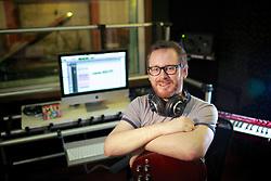 Thiago Piccoli, conhecido como Titi, é produtor musical. Ele estudou geografia porque era uma área de seu interesse, mas sempre sonhou em trabalhar nos bastidores da música. FOTO: Jefferson Bernardes/Preview.com