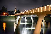 Nederland, Nijmegen, 14-8-2016Sfeerbeeld van de Promenadebrug  in het Rivierpark met zicht op de Stevenstoren.Foto: Flip Franssen