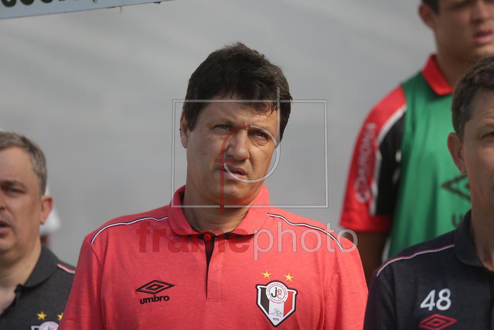 Santos (SP) - 26/07/2015 -  Adilson Batista comanda o Joinville contra o time do Santos, na Vila Belmiro, pelo Campeonato Brasileiro 2015. Foto: Fred Casagrande/Frame