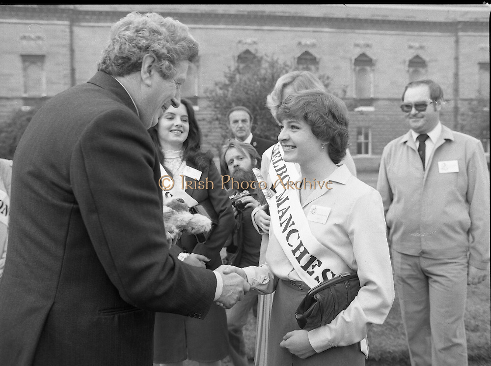 An Taoiseach Meets The Roses Of Tralee.  (N90)..1981..28.08.1981..08.28.1981..28th August 1981..An Taoiseach, Garret Fitzgerald, met with the contestants of The Rose Of Tralee Festival when they were invited to Government Buildings, Leinster House, Dublin...Image of An Taoiseach, Garret Fitzgerald,as he  meets and greets the Limerick Rose,Shirley Bennett, in the gardens of government buildings.