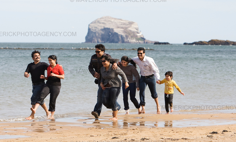 Tourists play in the sea at North Berwick...05/4/09.Michael Hughes/Maverick.Tel. 07789681770