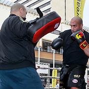NLD/Schiedam/20110416 - Opening Nationale Sportweek 2011, boks demonstratie Ayde Zwarte Tulp