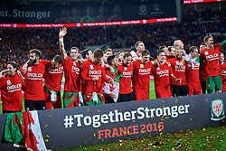 CARDIFF, WALES - Tuesday, October 13, 2015: Wales' Joe Allen, Joe Ledley, Chris Gunter, Gareth Bale, Aaron Ramsey, Neil Taylor, Andy King, Ben Davies, Tom Lawrence, Ashley 'Jazz' Richards, David Edwards celebrate qualifying for the finals after the 2-0 victory over Andorra during the UEFA Euro 2016 qualifying Group B match at the Cardiff City Stadium. (Pic by Barry Coombs/Propaganda)