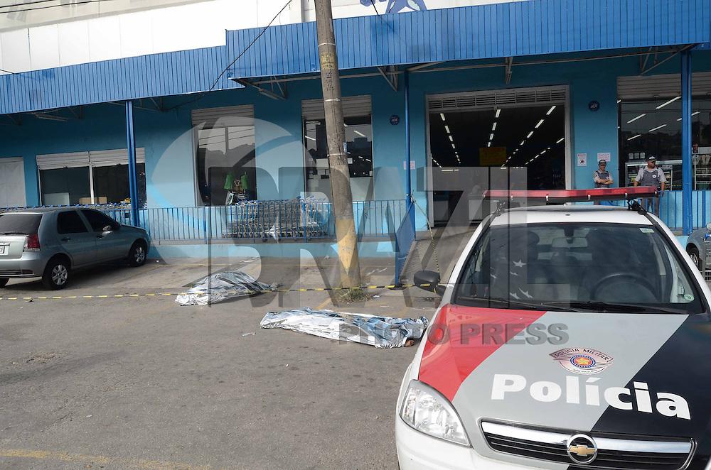 SAO PAULO, SP, 16 de MAIO 2013 -Dois homens foram mortos depois de sair de uma casa noturna que funciona na Praca Divinolandia na Av Antonio Estevao de carvalho Vila Matilde zona Leste de Sao Paulo(FOTO: ADRIANO LIMA / BRAZIL PHOTO PRESS).