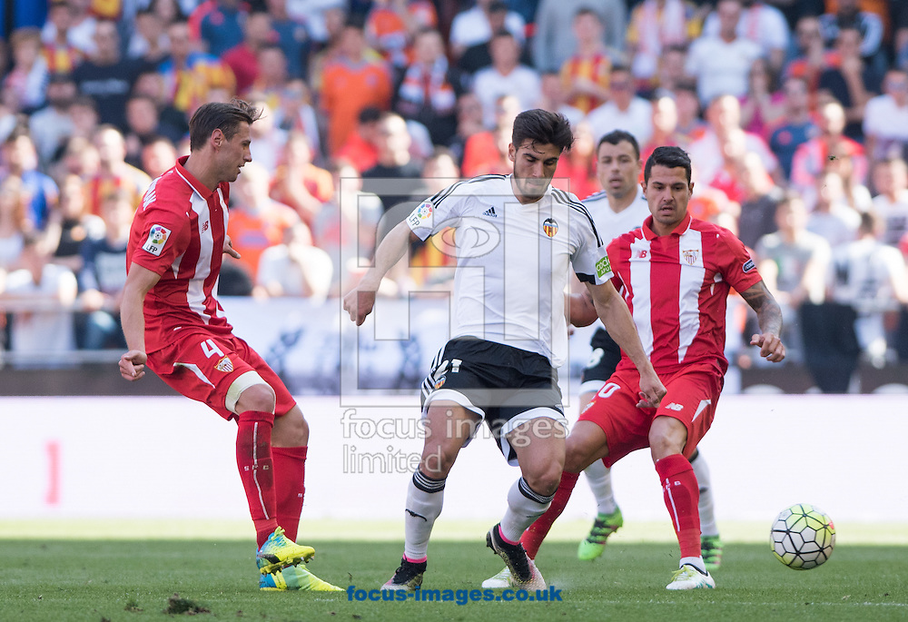 Andre Gomes of Valencia Club de F&uacute;tbol and Krychowiak of Sevilla during the La Liga match at Mestalla, Valencia<br /> Picture by Maria Jose Segovia/Focus Images Ltd +34 660052291<br /> 10/04/2016