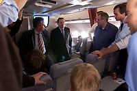 20 NOV 2003, LUFTRAUM:<br /> Gerharrd Schroeder, SPD, Bundeskanzler, im Gespraech mit Journalisten, in einem Airbus A310 der Flugbereitschaft der Luftwaffe, waehrend einem Flug von Berlin nach New York, USA<br /> IMAGE: 20031120-02-010<br /> KEYWORDS: U.S.A., Reise, Journalist, Flugzeug, Gespräch