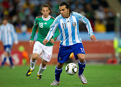Carlos Tevez of Argentina during the 2010 FIFA World Cup South Africa Round of Sixteen match between Argentina and Mexico at Soccer City Stadium on June 27, 2010 in Johannesburg, South Africa. (Photo by Vid Ponikvar / Sportida)