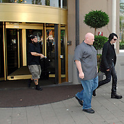NLD/Amsterdam/20070524 - American Superstar Marilyn Manson leaves his hotel in Amsterdam along with his bodyguard Marilyn Manson verlaat zijn hotel in Amsterdam