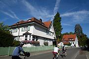 Villen am See, Radweg, Langenargen, Bodensee, Baden-Württemberg, Deutschland