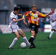 07.08.1994, Pallokentt?, Helsinki.Veikkausliiga, FinnPa v FC Oulu.Kai Savolainen (FC Oulu) v Erik Holmgren (FinnPa).©Juha Tamminen