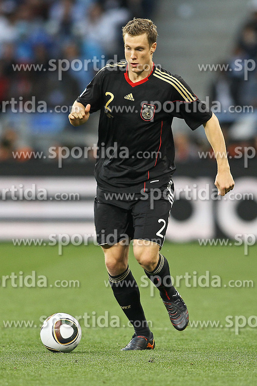 03.07.2010, CAPE TOWN, SOUTH AFRICA, im Bild . Marcell Jansen of Germany on the attack  during the Quarter Final, Match 59 of the 2010 FIFA World Cup, Argentina vs Germany held at the Cape Town Stadium..Foto ©  nph /  Kokenge