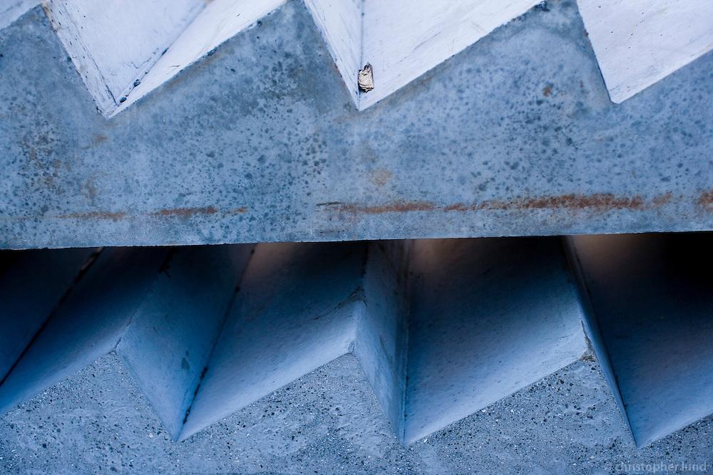 Concrete steps waiting to serve new owners in 101 Reykavík. Steypt þrep á byggingarsvæði Skuggahverfis.