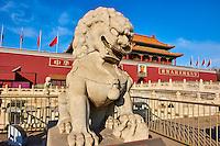 Chine, Pékin (Beijing), le palais impérial, la Cité Interdite, classée Patrimoine Mondial de l'UNESCO, porte Tian'An Men sur la place Tian'Anmen // China, Beijing, the Heavenly gate to the Forbidden City, Tiananmen square