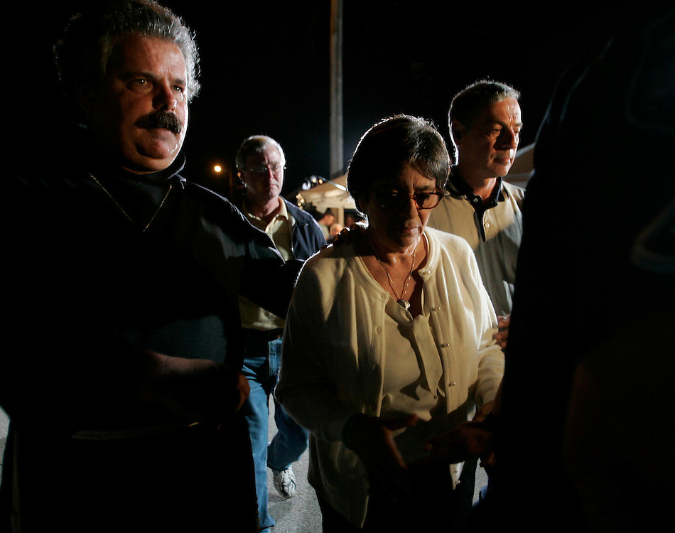 Mary Schindler (C) heads back to seclusion after giving a television interview regarding her brain damaged daughter Terri Schiavo outside  the Woodside Hospice on March 23, 2005 in Pinellas Park, Florida. REUTERS/Scott Audette