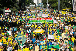 May 26, 2019 - Sao Paulo, Brazil - Protesters gather in defense of the government of President Jair Bolsonaro, in favor of the reform of Social Security and the anticrime package presented by the Minister of Justice, Sérgio Moro in Paulista avenue in Sao Paulo. (Credit Image: © Dario Oliveira/ZUMA Wire)