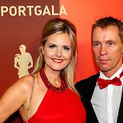 NLD/Amsterdam/20171219 - Inloop NOC/NSF Sportgala 2017, Steven Rooks en partner Nanette