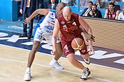DESCRIZIONE : Milano Lega A 2014-15 Acqua Vitasnella Cantù vs Umana Reyer Venezia Quarti di finale gara 4<br /> GIOCATORE : Hrvoje Peric<br /> CATEGORIA : Palleggio Fallo<br /> SQUADRA : Umana Reyer Venezia<br /> EVENTO : Campionato Lega A 2014-2015 GARA :Acqua Vitasnella Cantù vs Umana Reyer Venezia Quarti di finale gara 4<br /> DATA : 25/05/2015 <br /> SPORT : Pallacanestro <br /> AUTORE : Agenzia Ciamillo-Castoria/IvanMancini<br /> Galleria : Lega Basket A 2014-2015 Fotonotizia : Cantu' Lega A 2014-15 Acqua Vitasnella Cantù vs Umana Reyer Venezia Quarti di finale gara 4