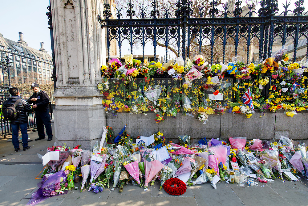 © Licensed to London News Pictures. 27/03/2017. London, UK. Flowers left by members of public to pay their respects to the victims of Westminster terror attack outside the Houses of Parliament in London on Monday, 27 March 2017. Photo credit: Tolga Akmen/LNP