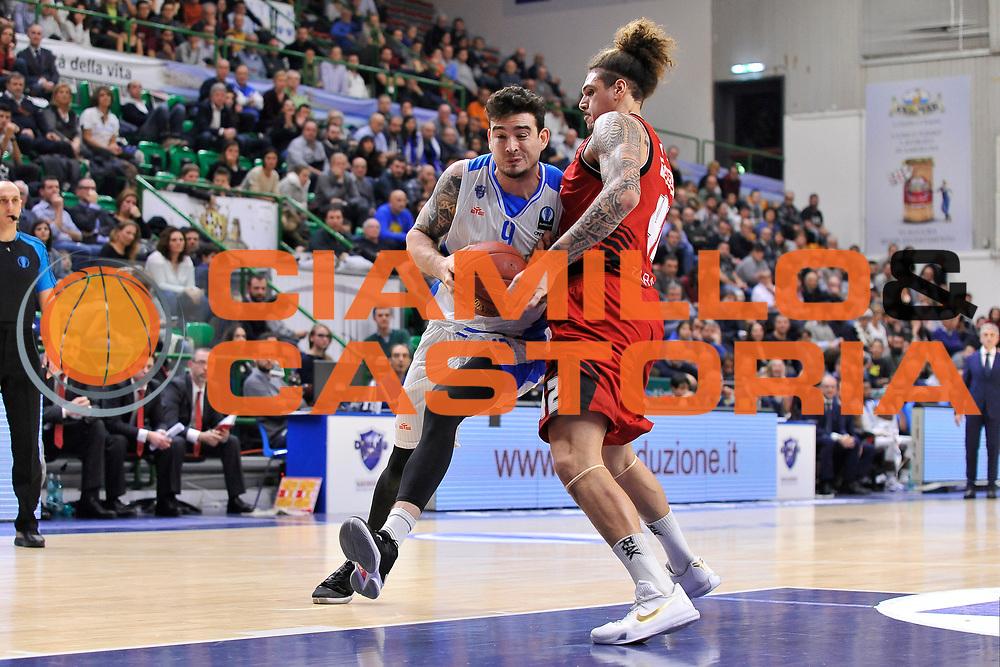 DESCRIZIONE : Eurocup 2015-2016 Last 32 Group N Dinamo Banco di Sardegna Sassari - Cai Zaragoza<br /> GIOCATORE : Joe Alexander<br /> CATEGORIA : Palleggio Penetrazione<br /> SQUADRA : Dinamo Banco di Sardegna Sassari<br /> EVENTO : Eurocup 2015-2016<br /> GARA : Dinamo Banco di Sardegna Sassari - Cai Zaragoza<br /> DATA : 27/01/2016<br /> SPORT : Pallacanestro <br /> AUTORE : Agenzia Ciamillo-Castoria/C.Atzori
