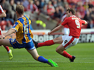 Sam Winnall of Barnsley scores the equaliser against Shrewsbury Town during the Sky Bet League 1 match at Oakwell, Barnsley<br /> Picture by Graham Crowther/Focus Images Ltd +44 7763 140036<br /> 05/09/2015