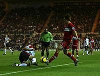 Photo: Andrew Unwin.<br /> Middlesbrough v Fulham. The Barclays Premiership.<br /> 20/11/2005.<br /> Fulham's Sylvain Legwinski (L) looks to tackle Middlesbrough's Emmanuel Pogatetz (R).