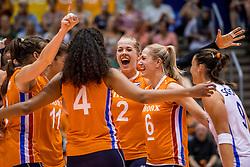27-08-2017 NED: World Qualifications Bulgaria - Netherlands, Rotterdam<br /> De Nederlandse volleybalsters hebben in Rotterdam het kwalificatietoernooi voor het WK van volgend jaar in Japan ongeslagen afgesloten. Oranje was in z'n laatste wedstrijd met 3-0 te sterk voor Bulgarije: 25-21, 25-17, 25-23. / Femke Stoltenborg #2 of Netherlands, Maret Balkestein-Grothues #6 of Netherlands