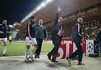 23/11/2004 - UEFA Champions League - Group A - AS Monaco v Liverpool  - Stade Louis II, Monte Carlo<br />Liverpool coach Raphael Benitez waves at the away fans as he walks off the pitch<br />Photo:Jed Leicester/Back Page Images