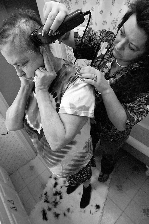 MIDDLEBURY, CT - 24 DECEMBER 2007 -111608JT15-.Marie Tyrrell has her daughter Tracie Marcil shave her head on Christmas Eve 2007 at Marie's house in Middlebury. In her fourth round of chemotherapy, this was the second time Marie shaved her head since being diagnosed with lung cancer in 2006..Josalee Thrift / Republican-American