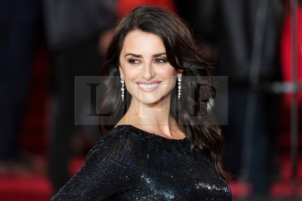 © Licensed to London News Pictures. 02/11/2017. London, UK. PENÉLOPE CRUZ attends the world film premiere of Murder On The Orient Express. Photo credit: Ray Tang/LNP