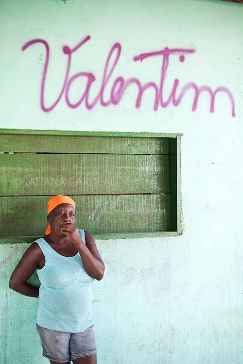 Estela Valentim Jesus, lives with her family in the community São Jorge - Boa Esperança town, Espírito Santo State - Brazil.<br /> <br /> Estela Valentim de Jesus, mora com a família na comunidade São Jorge — Boa Esperança, Espírito Santo - Brasil.
