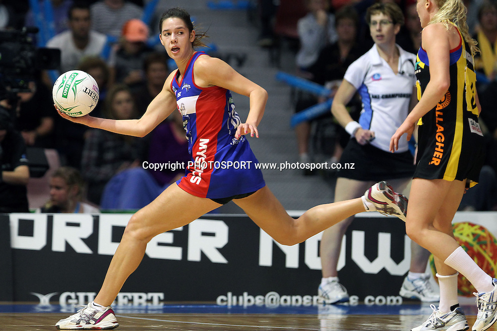 Mystics' Kayla Cullen in action. ANZ Netball Championship, Preliminary Final, Waikato/BOP Magic v LG Northern Mystics. Mystery Creek Events Centre, Hamilton, New Zealand. Sunday 15th May 2011. Photo: Anthony Au-Yeung / photosport.co.nz