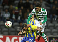 União da Madeira defender Diego Galo (L )  vies with Sporting's forward Fredy Montero   (R ) during Portuguese first league football match União vs Sporting held at Madeira stadium in Funchal on December 20, 2015.  LUSA / GREGORIO CUNHA